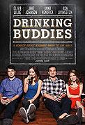 Luke a Kate sú kolegovia v chicagskom pivovare, kde celé dni trávia popíjaním a flirtovaním. Sú pre seba ako stvorení – až na to, že obaja sú zadaní. Luke s […]