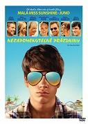 Čtrnáctiletému Duncanovi (Liam James) se na rodinnou dovolenou s matkou (Collette) a jejím přechytralým přítelem (Carell) vůbec nechtělo. Když se ale seznámí se správcem místního vodního parku (Rockwell), vznikne mezi […]