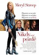 V původním a velmi poutavém snímku, plném živých hudebních vystoupení, Streep ztvárňuje postavu Ricki Rendazzové, slavné kytaristky, která se ve snaze splnit si své sny o rockandrollové slávě dopustila nepřeberného […]