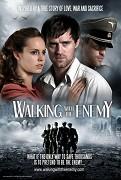 Mladý muž je oddělen od své rodiny během druhé světové války. Rozhodne se ji hledat pod maskou nacistického důstojníka SS a odhaluje více než jen, kde se nachází jeho rodina.