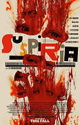 Film je remake stejnojmenného příběhuDaria Argentaz roku 1977. Mladá Američanka (Dakota Johnson) přilétá do Evropy, kde se přihlásila na lekce tance. Posléze však zjišťuje, že škola
